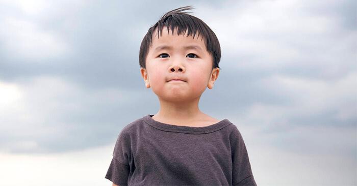 Một em nhỏ đói rét rách rưới với bài học lớn về cách làm người -   - m   i      a tr    m   t c   t  nh